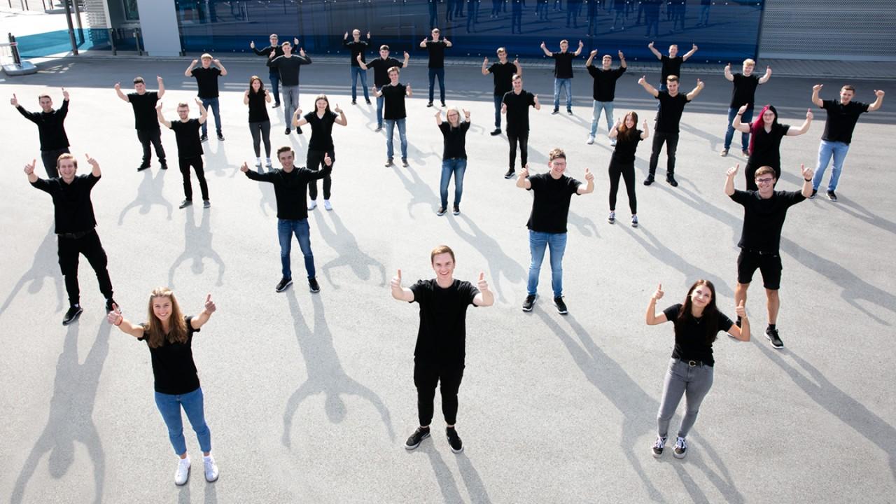 Gruppenfoto zum Ausbildungsstart.