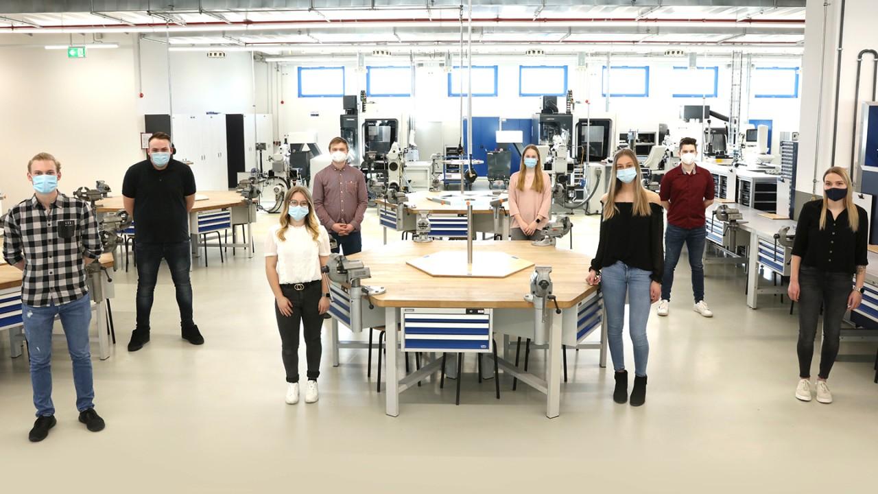 Erfolgreiche Prüfung für acht Jungfacharbeiter