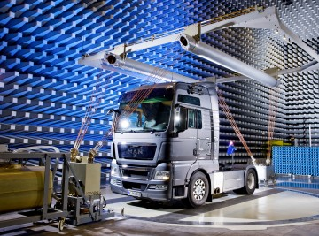 When high field strength matters: broadband amplifiers up to <nobr
