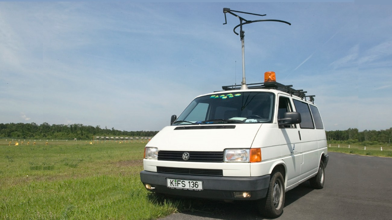 Measurement vehicle for verifying ILS stations.