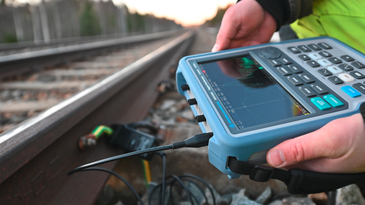 Measure railway track isolation at different frequencies (© Øystein Grue)