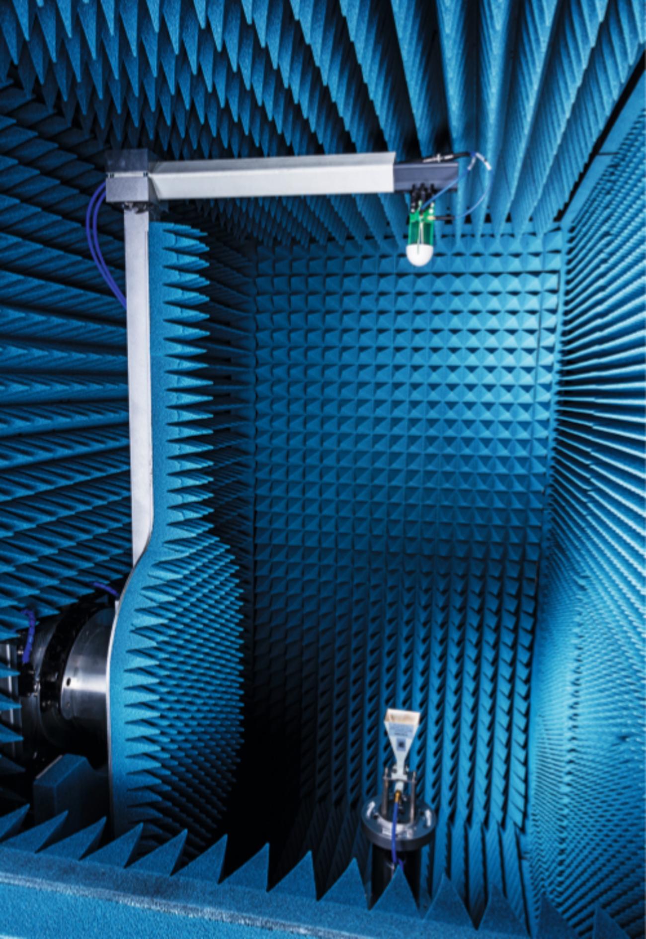 R&S®ATS1000 mit integriertem, hochpräzisem Drehstand
