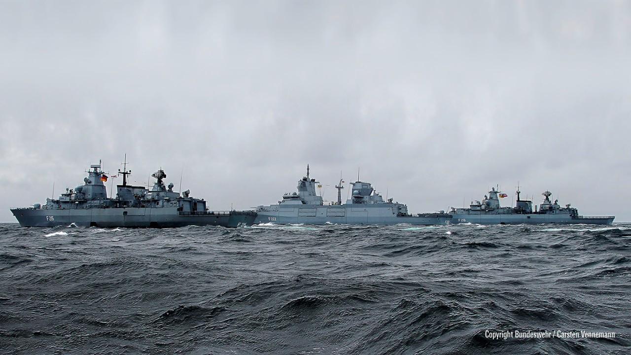 Por perto para proteger e conectar as forças navais