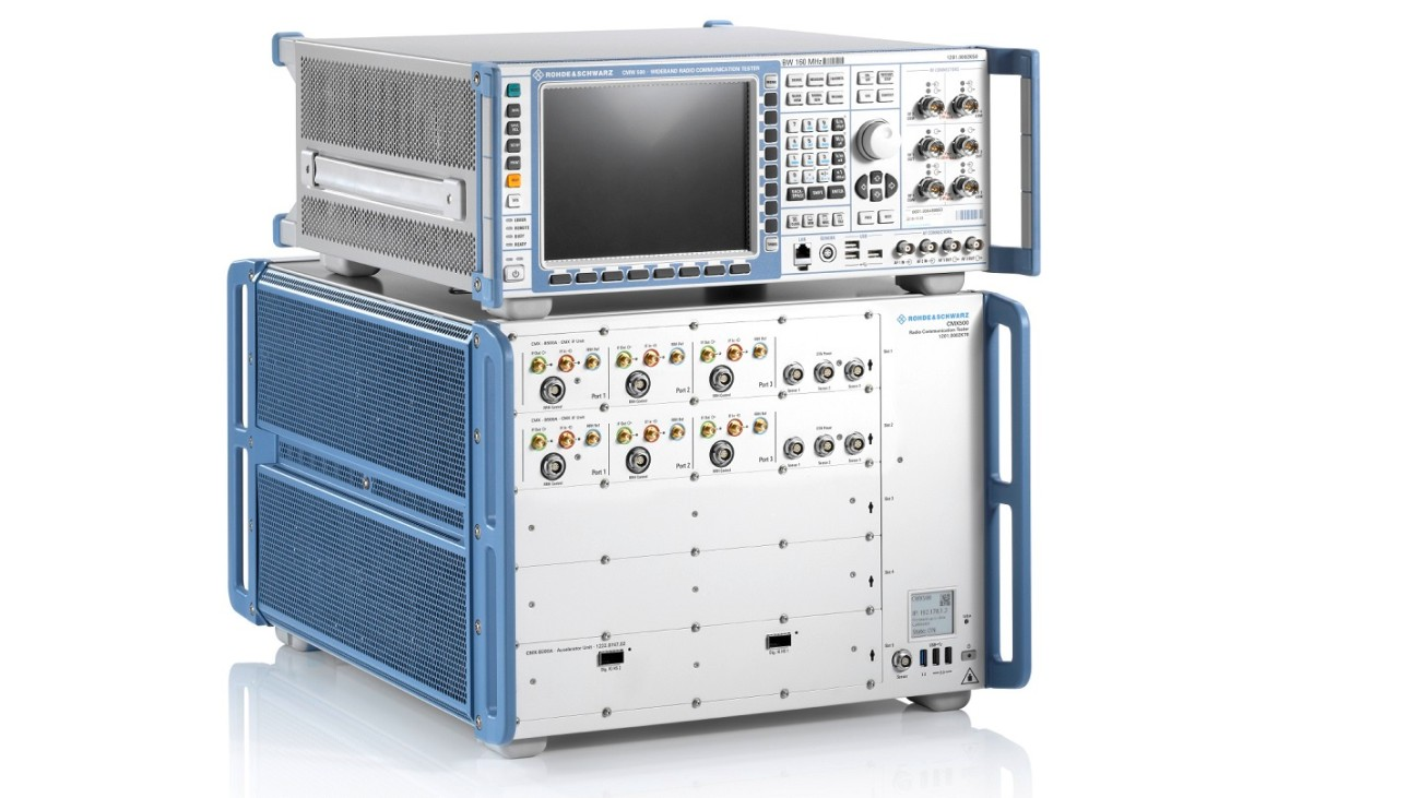 The R&SCMX500 based test setup provides a 5G network simulation to test a mobile phone in real-time using a signaling connection.