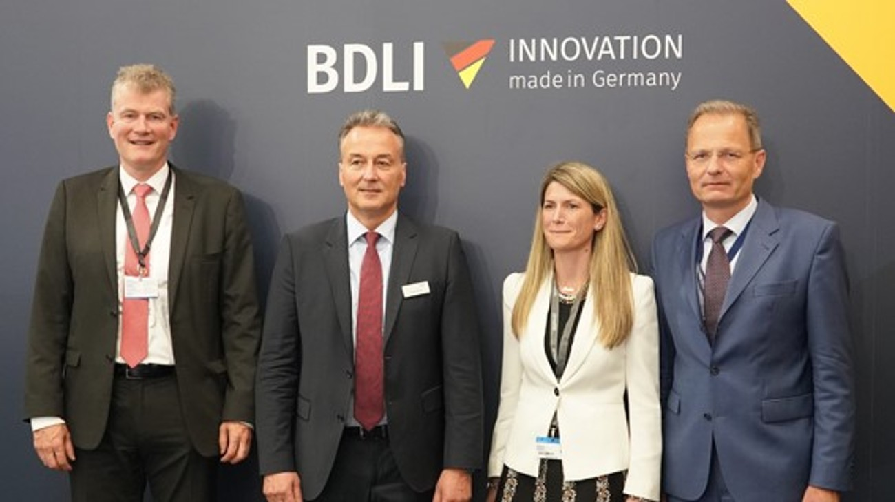 (from left to right): Hartmut Jaeschke (Rohde & Schwarz), Helmut Rauch (Diehl Defence), Celia Pelaz (HENSOLDT) and Kai Horten (ESG Elektroniksystem- und Logistik-GmbH) formed the FCMS consortium at Paris Air Show.