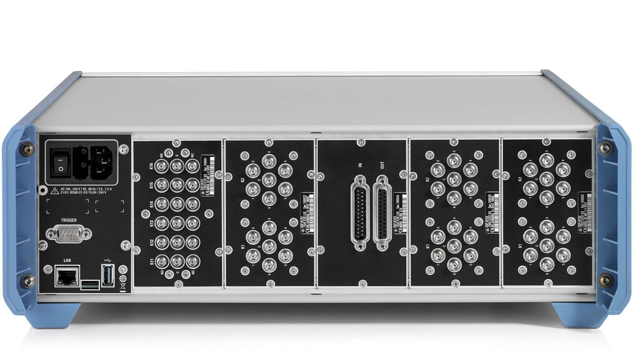 R&S®OSP320 - 3 HU model with 5+5 module slots and status display