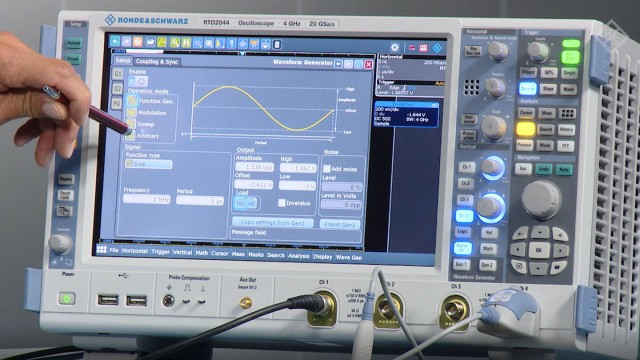 Integrated arbitrary waveform generator